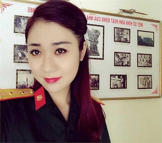 Cô đang là giảng viên của trường Cao đẳng Văn hoá Nghệ thuật Quân đội.