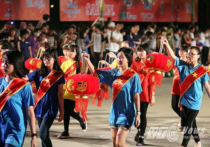 Carnaval Hạ Long là một chương trình xã hội hóa, và theo Ban tổ chức, đến nay đã nhận được hơn 8 tỉ đồng ủng hộ từ các nhà tài trợ.