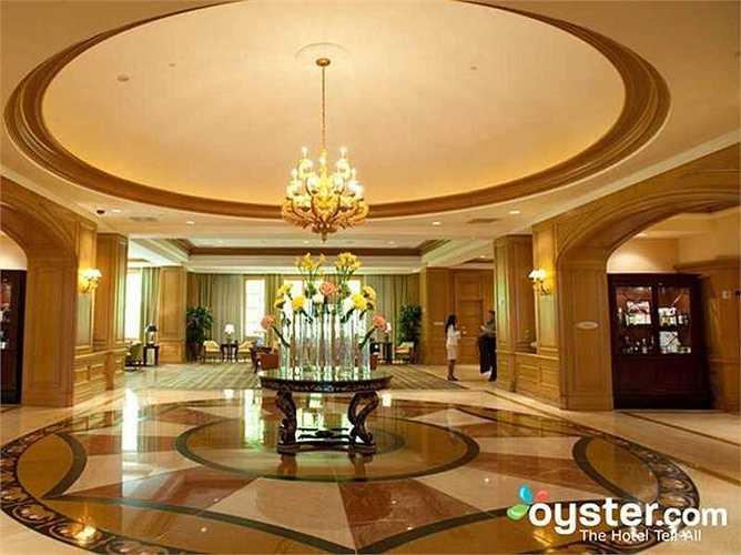 10.Four Seasons Hotel Las Vegas: Khách sạn này có từ lâu nhưng vẫn có các dịch vụ sang trọng. Đây là lựa chọn cho du khách thích bình yên, lặng lẽ