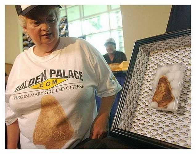 Năm 2004, một chiếc bánh sandwich bị cháy có hình giống với chân dung của Đức Mẹ Maria được bán trên Ebay với giá 28.000 USD (hơn 600 triệu đồng). GoldenPalace cũng chính là công ty đã chiến thắng chiếc bánh sandwich đắt tiền này.