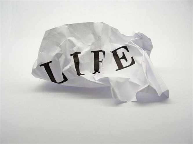 Vào năm 2000, một người đàn ông đã rao bán câu trả lời cho câu hỏi 'Ý nghĩa của cuộc sống là gì?' trên Ebay. 'Mặt hàng' này đã được bán với giá 3,26 USD (hơn 60 nghìn đồng), nhiều người thắc mắc không hiểu người mua có cảm thấy hài lòng với những gì mình nhận được.