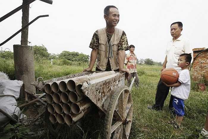 Yang Youde đã phát minh ra một khẩu pháo tự chế dù chỉ là một nông dân ở ngoại ô TP. Vũ Hán, tỉnh Hồ Bắc