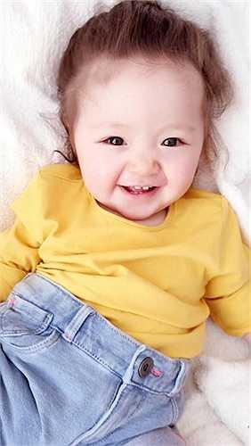 Elly Trần thường xuyên chia sẻ những hình ảnh của cô con gái cưng Mộc Trà.