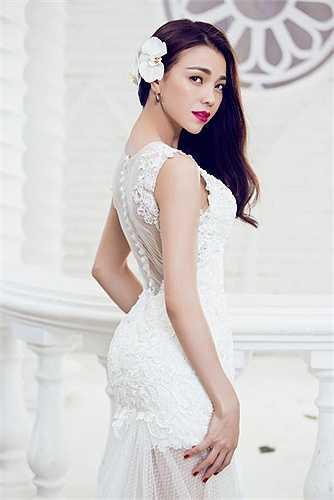 Người đẹp quyến rũ trong những thiết kế trang phục cưới.