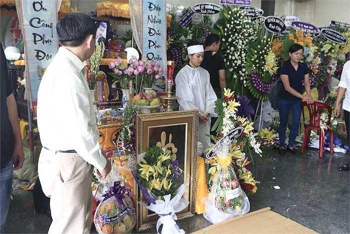 Sáng nay (9/5), đám tang Duy Nhân đã được tổ chức ở Vãng Sanh Đường - Chùa Vĩnh Nghiêm, TP.HCM.