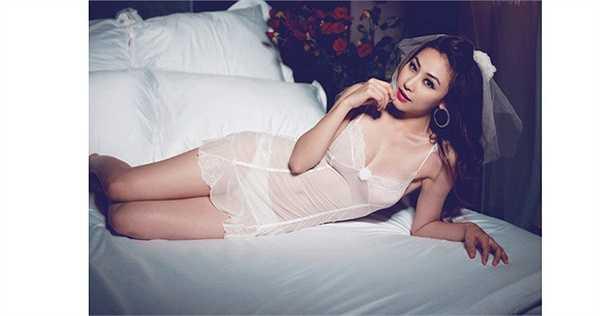 Nữ ca sĩ, diễn viên Ngân Khánh xinh đẹp và hút mọi ánh nhìn với nội y cưới