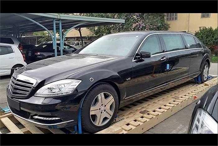 Trong khi đó, thế hệ mới nhất W222 đã được Mercedes tung ra tại triển lãm Geneva vừa qua dưới tên gọi Maybach S600 Pullman.