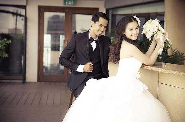 Nụ cười hạnh phúc trên môi vợ chồng Duy Nhân trong ngày cưới (Nguồn: Dân Việt)