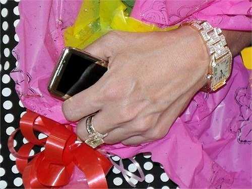 Đồng hồ cũng là một đam mê của anh nếu nó được... đính kim cương hoặc mạ vàng.