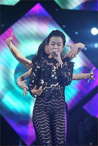 Hoàng Thùy Linh cũng khẳng định, cô chọn lựa theo dòng nhạc pop dance vì muốn trở thành một 'hot woman'