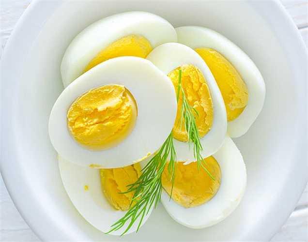 Chế độ ăn uống:  Một chế độ ăn giàu protein giúp cơ bắp của bạn tự sửa chữa khi được nghỉ ngơi. Bạn nên ăn trứng khi bị đau cơ bắp sau khi tập luyện lần đầu tiên.