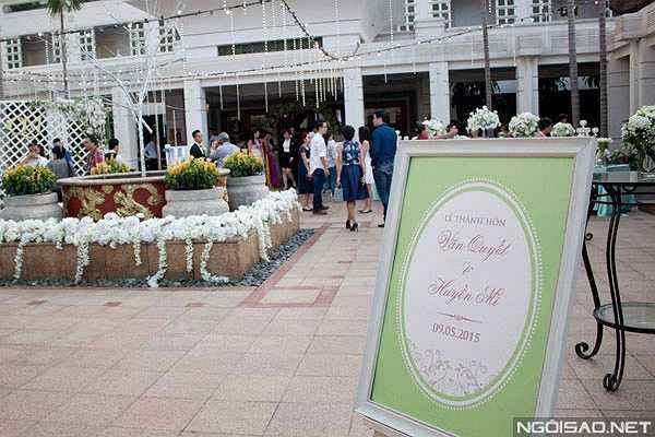 Đám cưới của Văn Quyết và Huyền Mi đã được tổ chức long trọng tại một khách sạn sang trọng ở Hà Nội vào chiều tối qua (9/5).