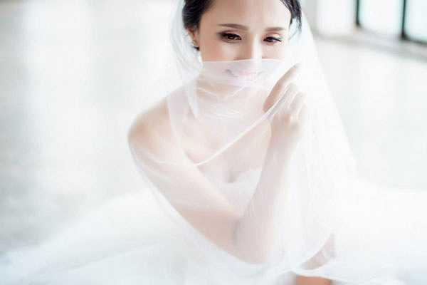 Một số hình ảnh về cô dâu Huyền Mi trong album ảnh cưới.