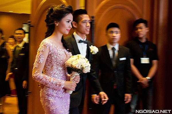Nét đẹp đằm thắm dịu dàng của cô dâu gây ấn tượng với khách mời.