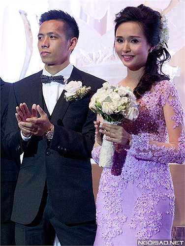 Đám cưới ngọt ngào là kết quả sau 4 năm hẹn hò của cặp trai tài gái sắc. Yêu nhau từ năm 2011 nhưng cả hai đều kín tiếng chỉ tới khi ảnh cưới bị lộ, các fan mới được biết họ là một cặp.
