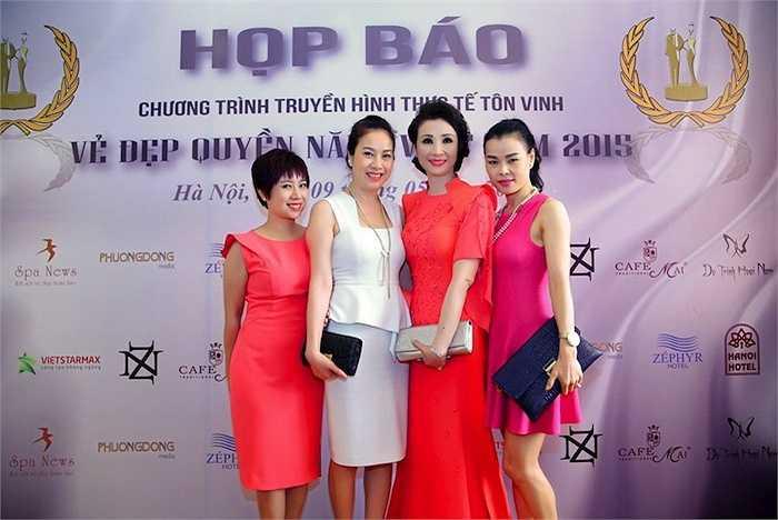 Chương trình truyền hình thực tế 'Vẻ Đẹp Quyền Năng Việt Nam 2015' không chỉ là nơi tôn vinh những người phụ nữ giỏi việc nước đảm việc nhà mà còn thể hiện vẻ đẹp về tâm hồn và trí tuệ qua phong cách thời trang gắn liền với bản sắc văn hóa mang tính cộng đồng và xã hội.