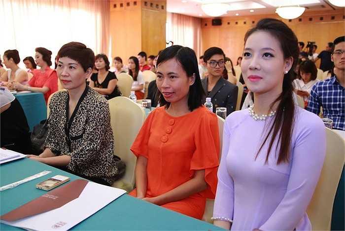 Đồng thời là nguồn động viên kích lệ các nữ doanh nhân tiếp tục phát huy hơn nữa vai trò của mình trong gia đình và trong xã hội.