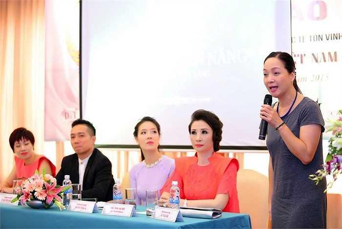 Dù đã ở tuổi 52, Lê Khanh vẫn đẹp mặn mà khiến nhiều người xao xuyến.