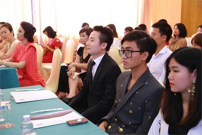 Chương trình truyền hình thực tế 'Vẻ Đẹp Quyền Năng Việt Nam 2015' không chỉ là một chương trình tôn vinh những người thành đạt trên con đường sự nghiệp mà còn thể hiện vẻ đẹp về tâm hồn và trí tuệ qua phong cách thời trang gắn liền với bản sắc văn hóa mang tính cộng đồng và xã hội.