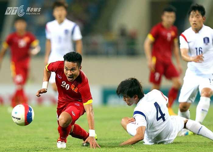 Không những tích cực di chuyển, Phi Sơn còn chơi bóng khá nhiệt. (Ảnh: Quang Minh)