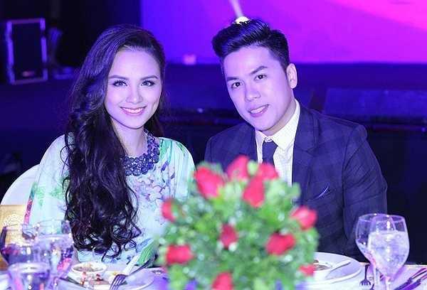 Giữa tháng 1, Hoa hậu Thế giới Người Việt Diễm Hương hạ sinh con trai đầu lòng ở Mỹ. Cậu bé là kết quả tình yêu giữa Diễm Hương và ông xã Quang Huy.