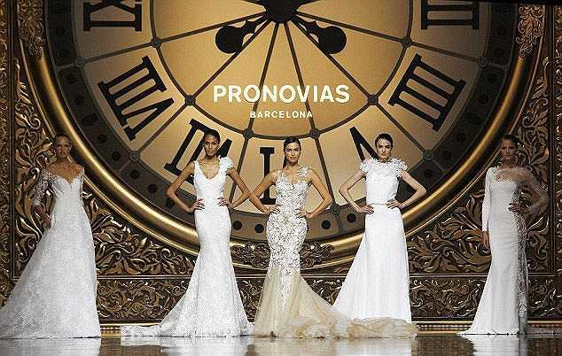 Siêu mẫu người Nga nhận được nhiều lời ngợi khen với màn trình diễn thời trang ấn tượng tại Barcelona.