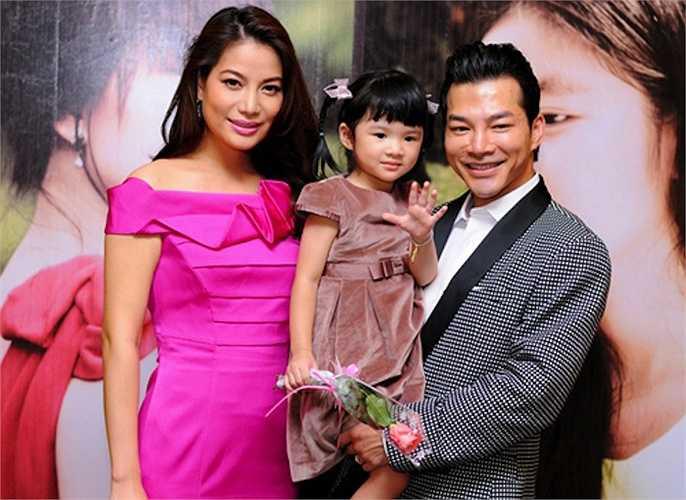 Thời còn bên chồng cũ Trần Bảo Sơn, người đẹp trung thành với gu ăn mặc kín đáo, nhã nhặn rất hợp với kiểu mẫu phụ nữ của gia đình.