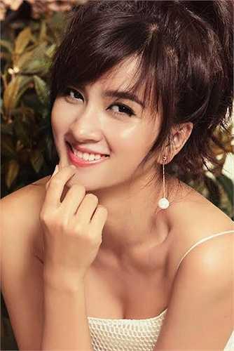 Kim Tuyến trở thành bà mẹ đơn thân ở tuổi 22, cô tập trung hơn vào sự nghiệp diễn xuất và chăm sóc hình tượng bản thân