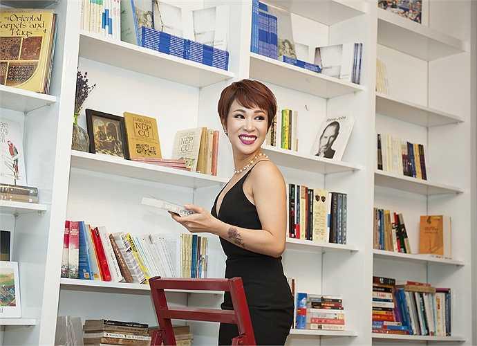 Vẻ sexy của Uyên Linh.