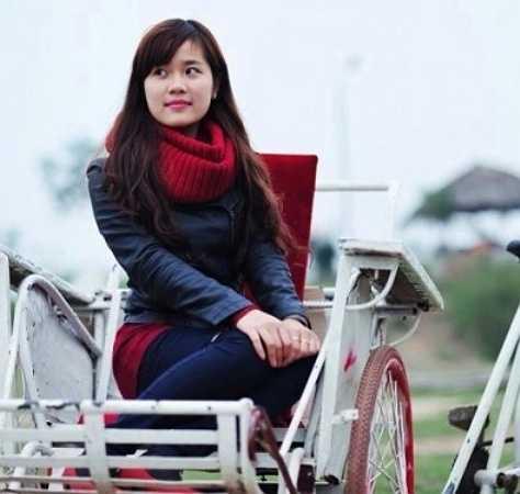 Sở hữu ngoại hình ưu nhìn cùng gương mặt khả ái, Linh Moon cũng tham gia làm mẫu ảnh như là nghề tay trái.