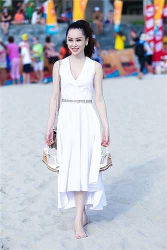 Á hậu trang sức Thái Như Ngọc khoe làn da trắng sứ không tì vết khi có mặt tại lễ mạc sự kiện thể thao Ironman tại Đà Nẵng.
