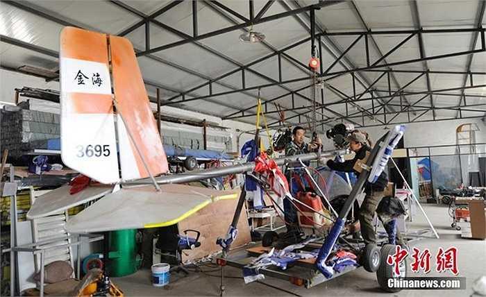 Hiện tại anh Yang cùng đồng nghiệp đang chế tạo 3 máy bay khác loại nhỏ có đủ chỗ cho 2 người