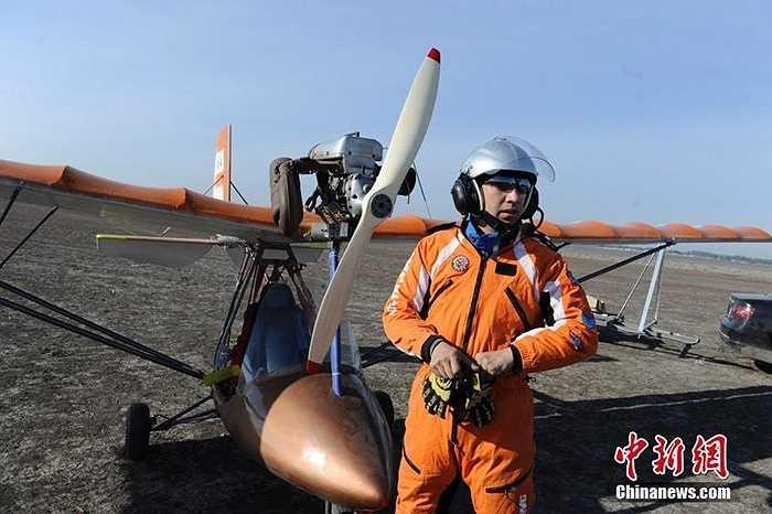 Máy bay mới được bay thử nghiệm chỉ có 1 chỗ với cánh sải dài 2 bên và động cơ nhỏ, cánh quạt ở phía trước