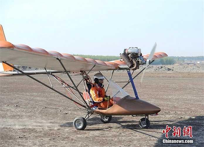 Máy bay này được chế tạo với chi phí 100.000 nhân dân tệ và các vật liệu nhập khẩu