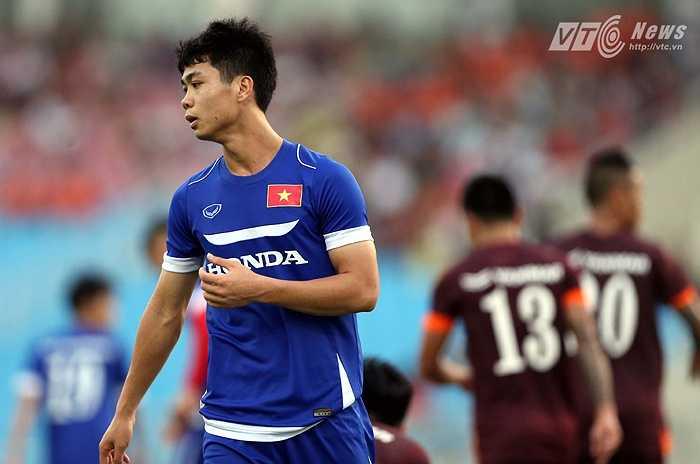 Công Phượng được bố trí đá trên hàng công U23 Việt Nam. (Ảnh: Quang Minh)