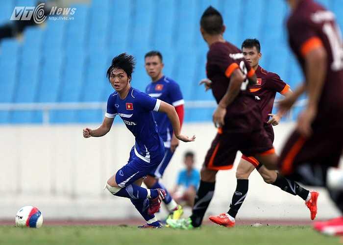 Trong khi đó ở vị trí tiền vệ công, Tuấn Anh vẫn chưa thể là mình trong màu áo U23 Việt Nam. (Ảnh: Quang Minh)