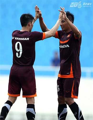 Nhưng anh cũng sớm được ăn mừng cùng Hải Anh khi tiền đạo của Đồng Nai mở tỷ số trận đấu. (Ảnh: Quang Minh)