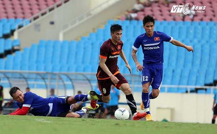 Nếu cứ đá thế này, bộ đôi trung vệ của tuyển Việt Nam khó mà trụ được trước sức tấn công từ các đối thủ trong khu vực