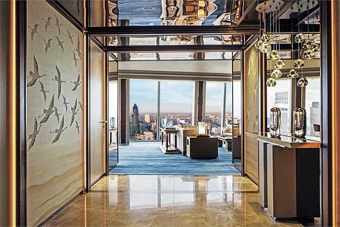 Từ trong khách sạn, du khách có thể ngắm khung cảnh cổ kính, tuyệt đẹp của Luân Đôn