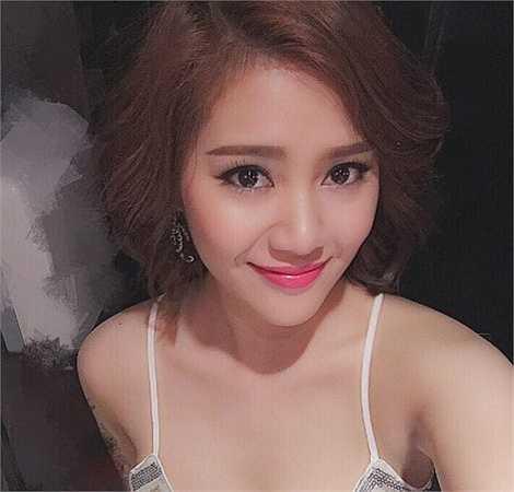 Hot girl nhóm Phở - Phạm Trà My (sinh năm 1990) - cho hay, ngày ý nghĩa của cô với mẹ là 8/3 và Ngày của mẹ 10/5. Cô nhờ bạn bè tặng mẹ ở Hà Nội bó hoa. Hàng ngày, cô trao đổi công việc và cuộc sống với mẹ qua điện thoại.