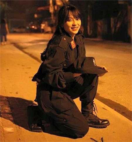 Nguyễn Phương Anh - Cô gái xinh đẹp trong trang phục cảnh sát đã gây bão mạng xã hội Việt bởi vẻ ngoài xinh xắn, đáng yêu.