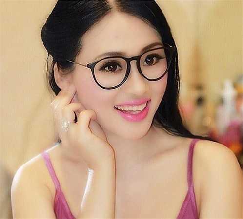 Mới đây Đinh Thu Hạnh đã chia sẻ những bức ảnh của mình khiến nhiều người không khỏi lầm tưởng đây là một cô gái mới ngoài 20 tuổi