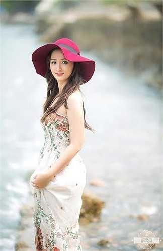 Dù đã là mẹ của 3 đứa con, thế nhưng chị Trần Hải Linh vẫn sở hữu thân hình thon gọn và gương mặt xinh đẹp khiến nhiều người không khỏi ngưỡng mộ, ghen tỵ.