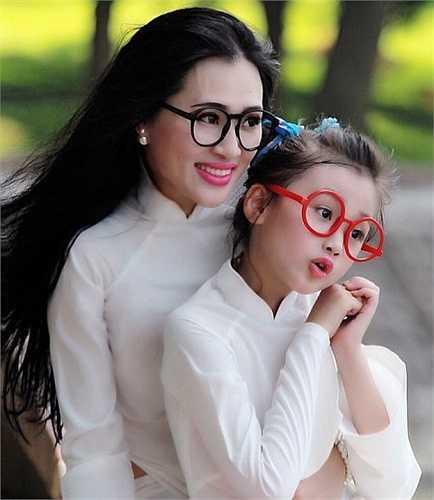 Bên cạnh đó, bà mẹ 35 tuổi cũng tiết lộ thêm rằng thành công và niềm tự hào lớn nhất của chị chính là cô con gái Đào Ngọc Bảo Hân.