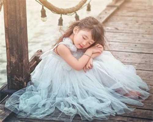 Dương Hải Vi gây ấn tượng bởi độ đáng yêu và phong cách ăn mặc rất riêng của cô bé này. Phong cách của Hải Vi hoàn toàn phù hợp với độ tuổi thích mơ mộng của em.