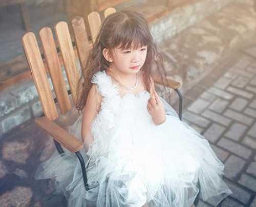 Hiện nay, cô bé 4 tuổi mang hai dòng máu Việt - Trung này đang là một trong những người mẫu nhí vô cùng đắt giá, là cái tên quen thuộc của nhiều nhiếp ảnh gia chuyên nghiệp.