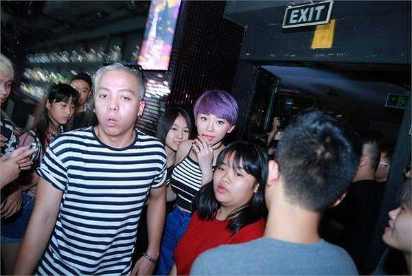 Buổi fan meeting diễn ra trong không khí ấm cúng nhưng không kém phần sôi động, rộn ràng tiếng cười