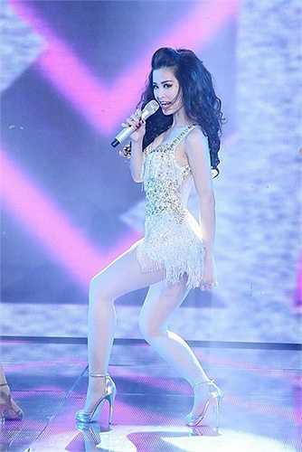 Khả năng ca hát và vũ đạo của Đông Nhi đã chinh phục những khán giả khó tính.