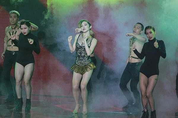 Nhờ có vũ điệu này, Tóc Tiên được mệnh danh là nữ hoàng nhạc dance thế hệ mới của showbiz Việt sau Hồ Ngọc Hà.