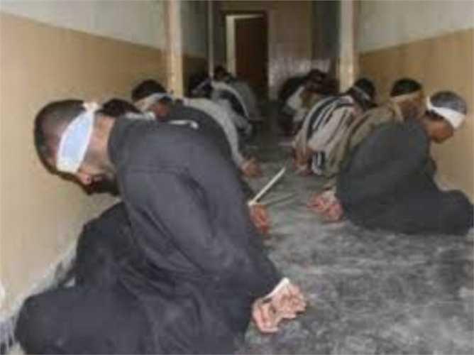 Nhà tù Tadmor. Đây được coi là nhà tù áp bức nhất thế giới. Năm 1980, Tổng thống Syria Hafez al-Assad đã bị tấn công và ông muốn xử tử nhiều tù nhân ở đây để cảnh cáo hành động này. Nhà tù từng bị đóng cửa vào năm 2001 nhưng tiếp tục hoạt động lại 10 năm sau đó và vẫn bạo lực như không khác gì trước kia